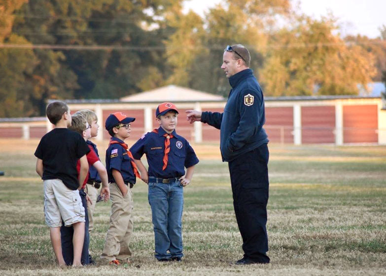 Williamson County Sheriff Candidate 2022, Jeff Diederich with boy scouts